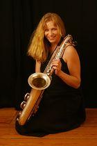 Dame mit Saxophon