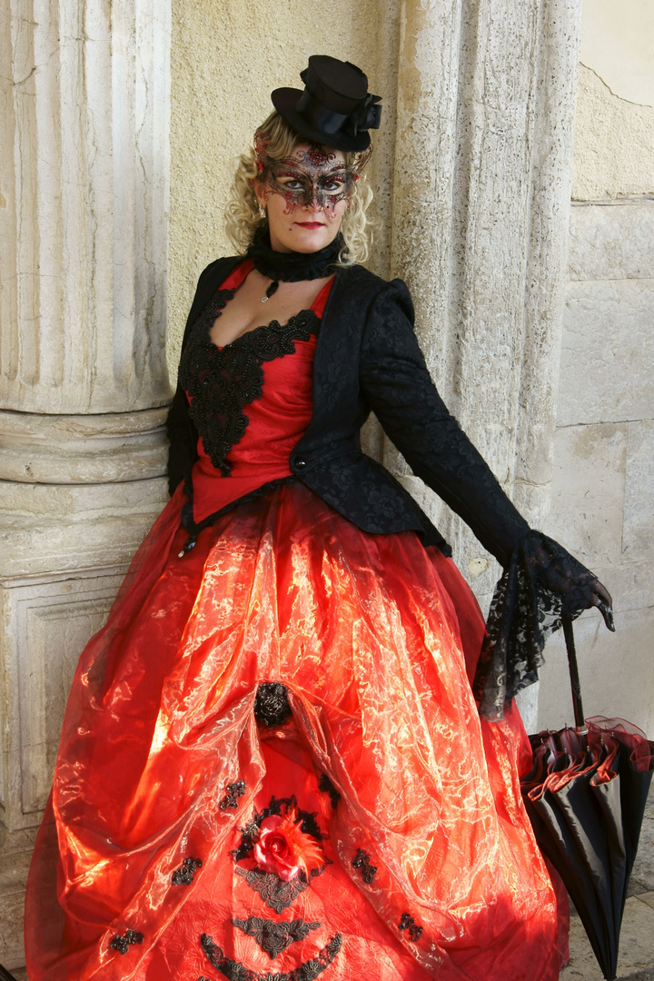Dame schwarzrot