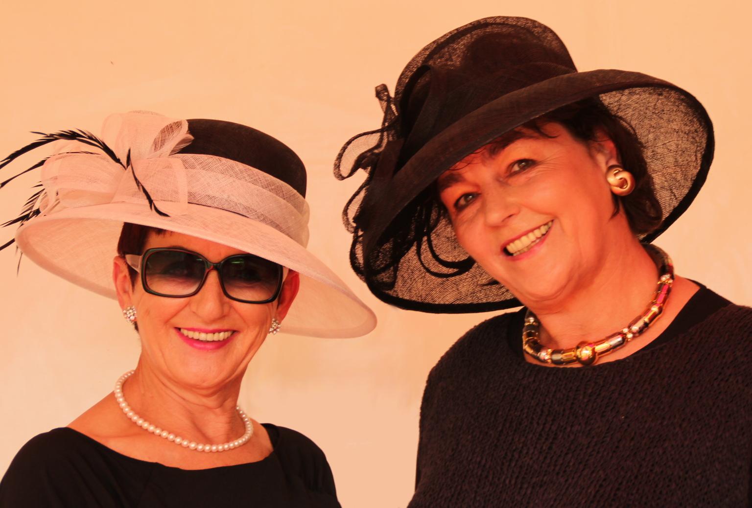 Damen mit Hut
