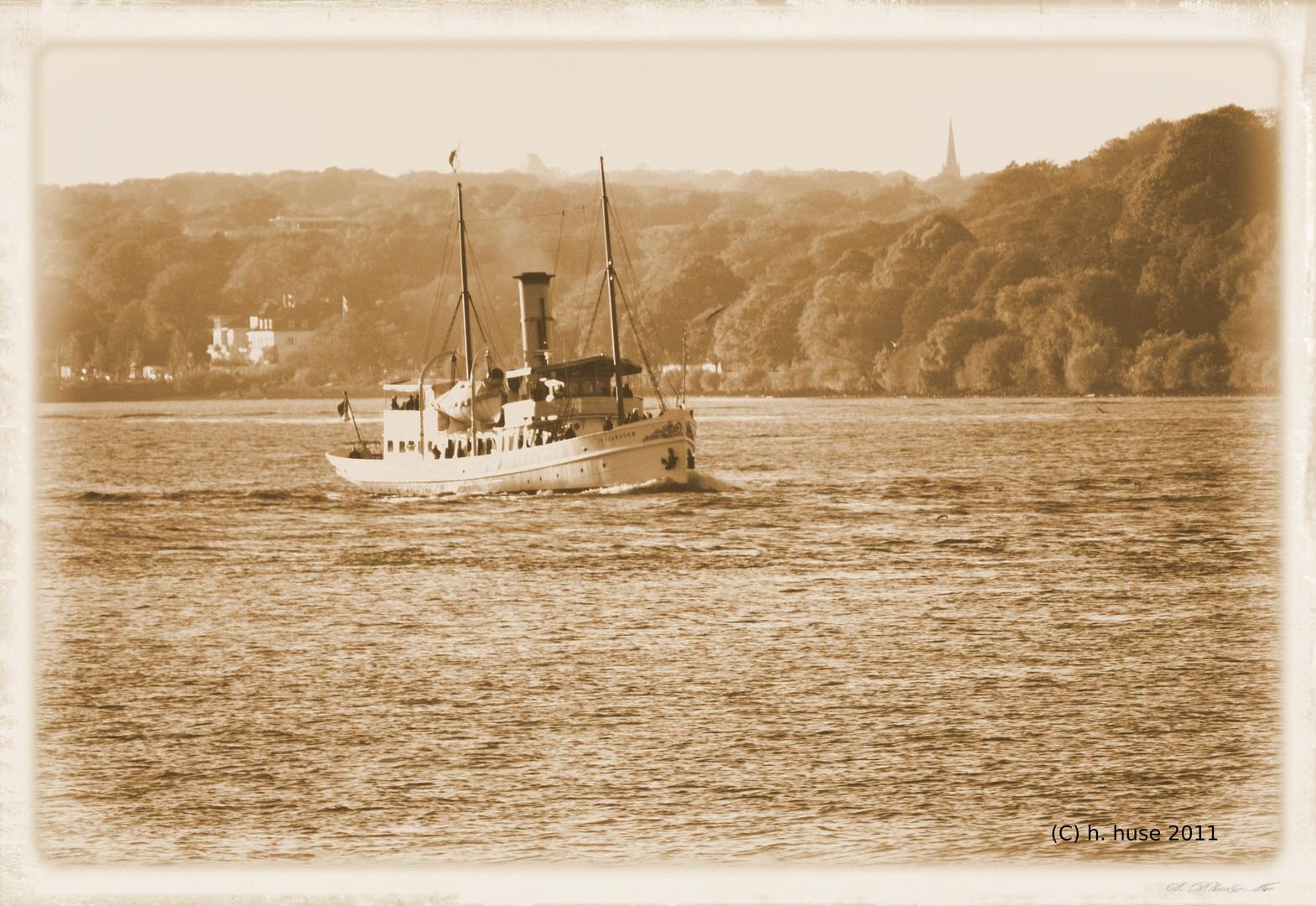 Dampfer Scharhörn auf der Elbe