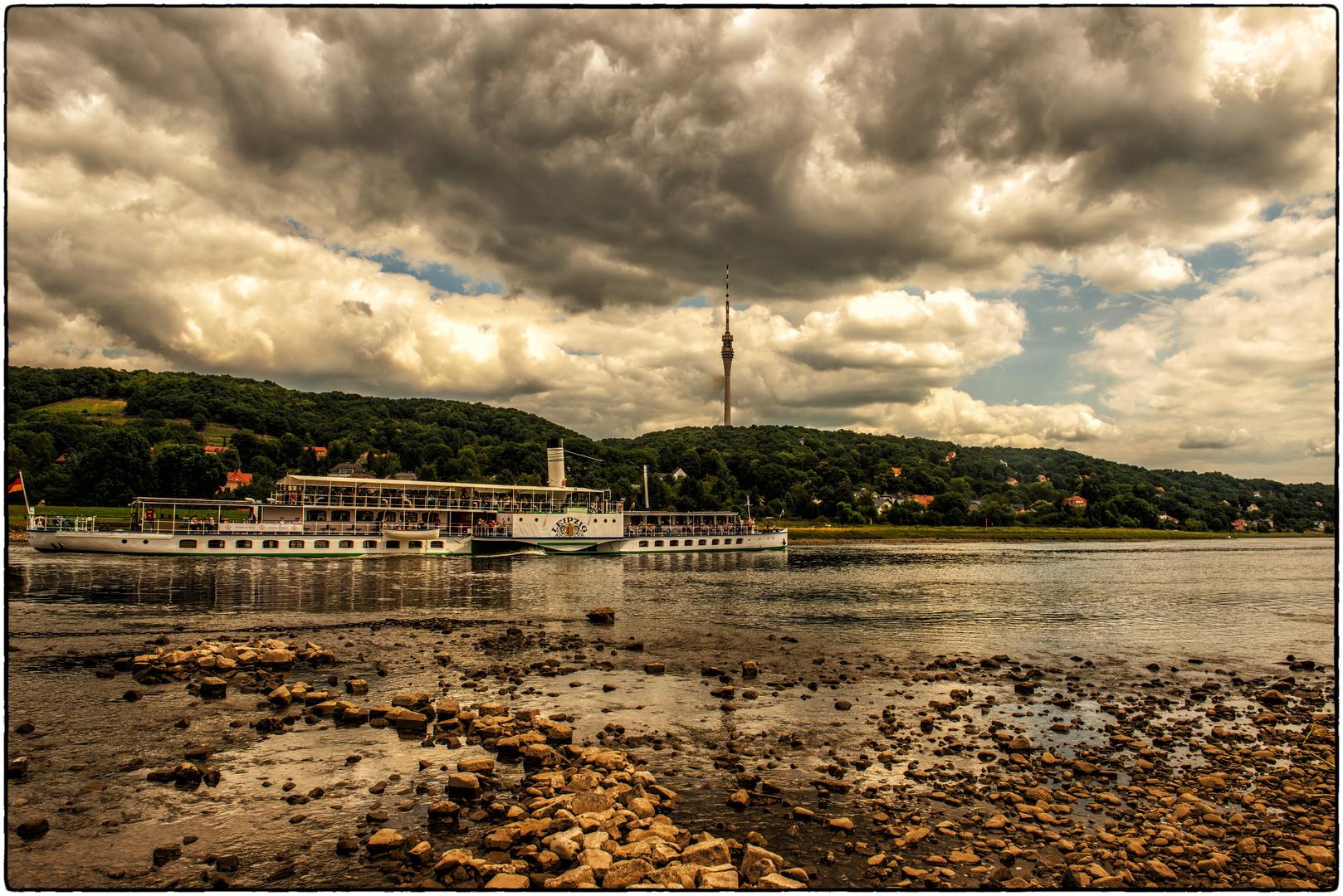 Dampferfahrt in Dresden mit wenig Wasser