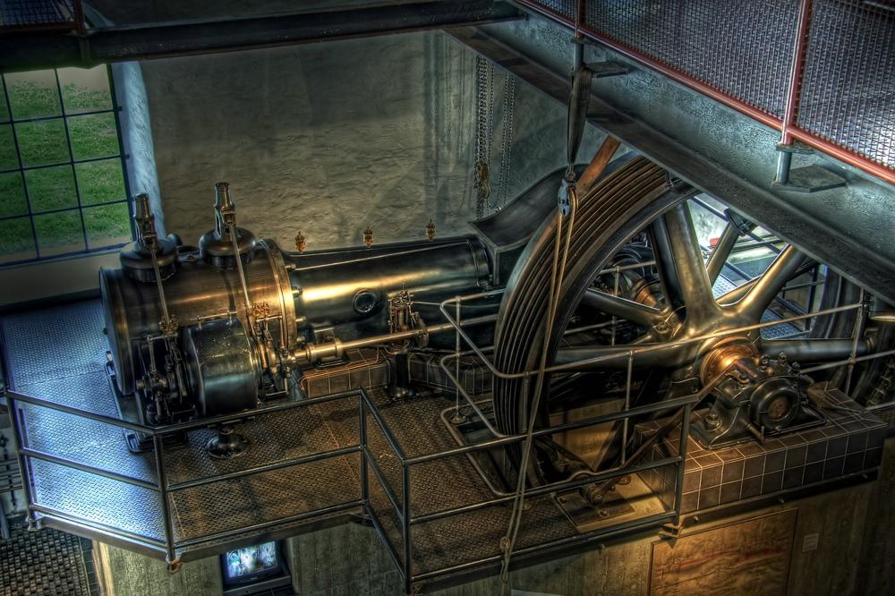 --- Dampfgetriebene Maschinen / Dampfmaschinen Schwungrad ---