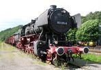 Dampflok 053 075-8 mit Güterzug