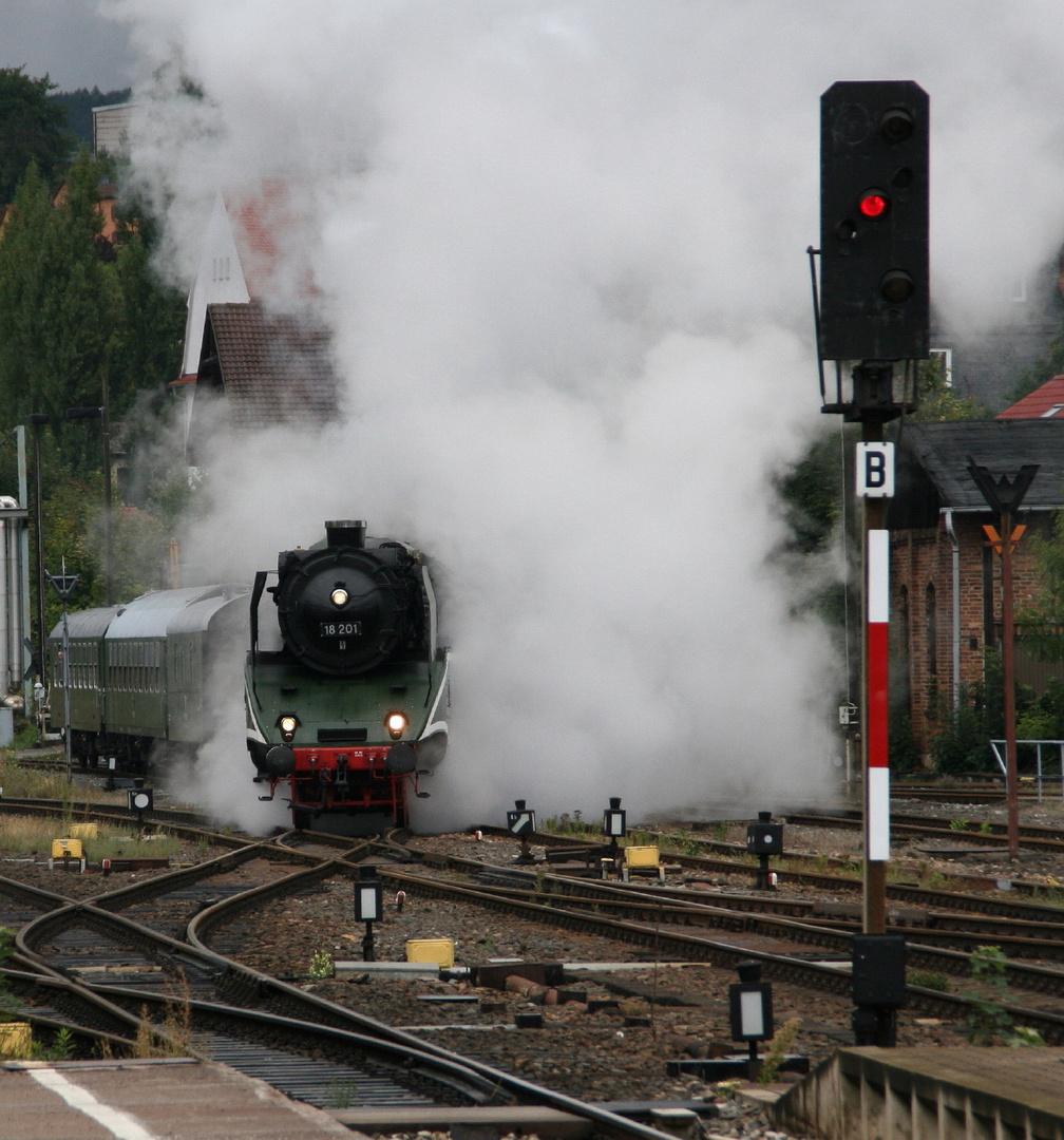 Dampflok 18 201 macht Dampf