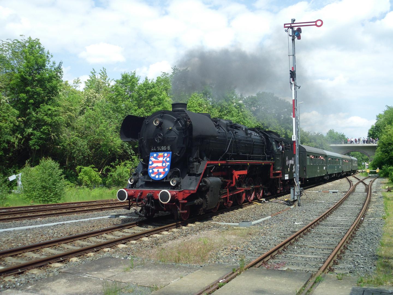 Dampflok 44 1486 im Bahnhof von Sondershausen.