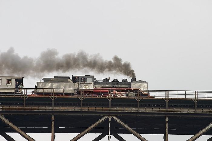 Dampflok auf der Müngstener Brücke