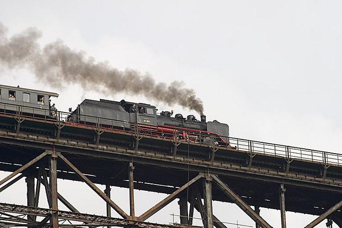 Dampflok auf des Müngsterner Brücke