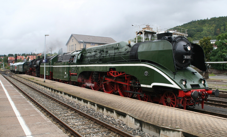 Dampfloks 18 201 und 52 8079 in Meiningen 2.