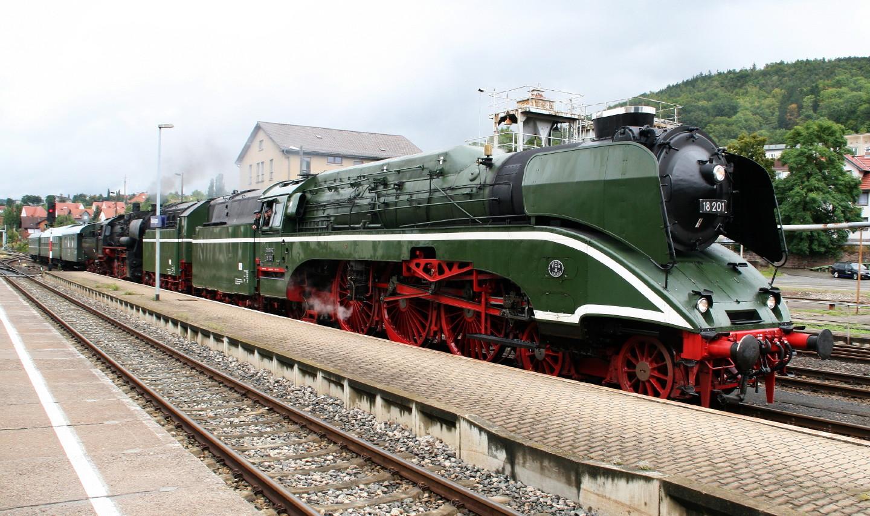 Dampfloks 18 201 und 52 8079 in Meiningen 3.