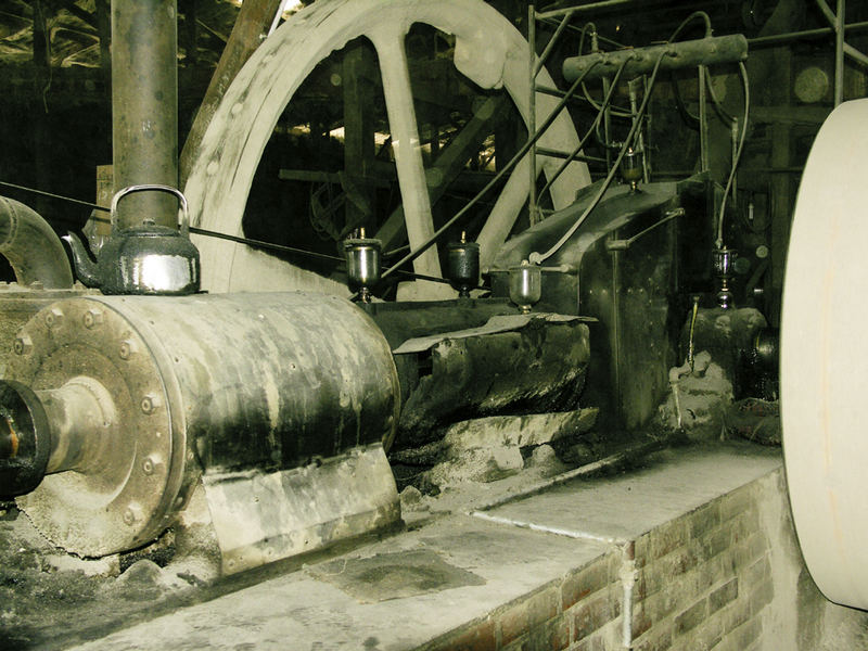 Dampfmaschine in einer Reisfabrik irgendwo bei Sukhotai