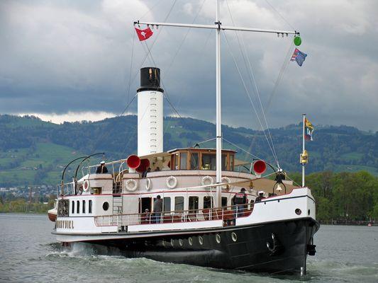 Dampfschiff Hohentwiel vor dem Hafen von Arbon / Bodensee