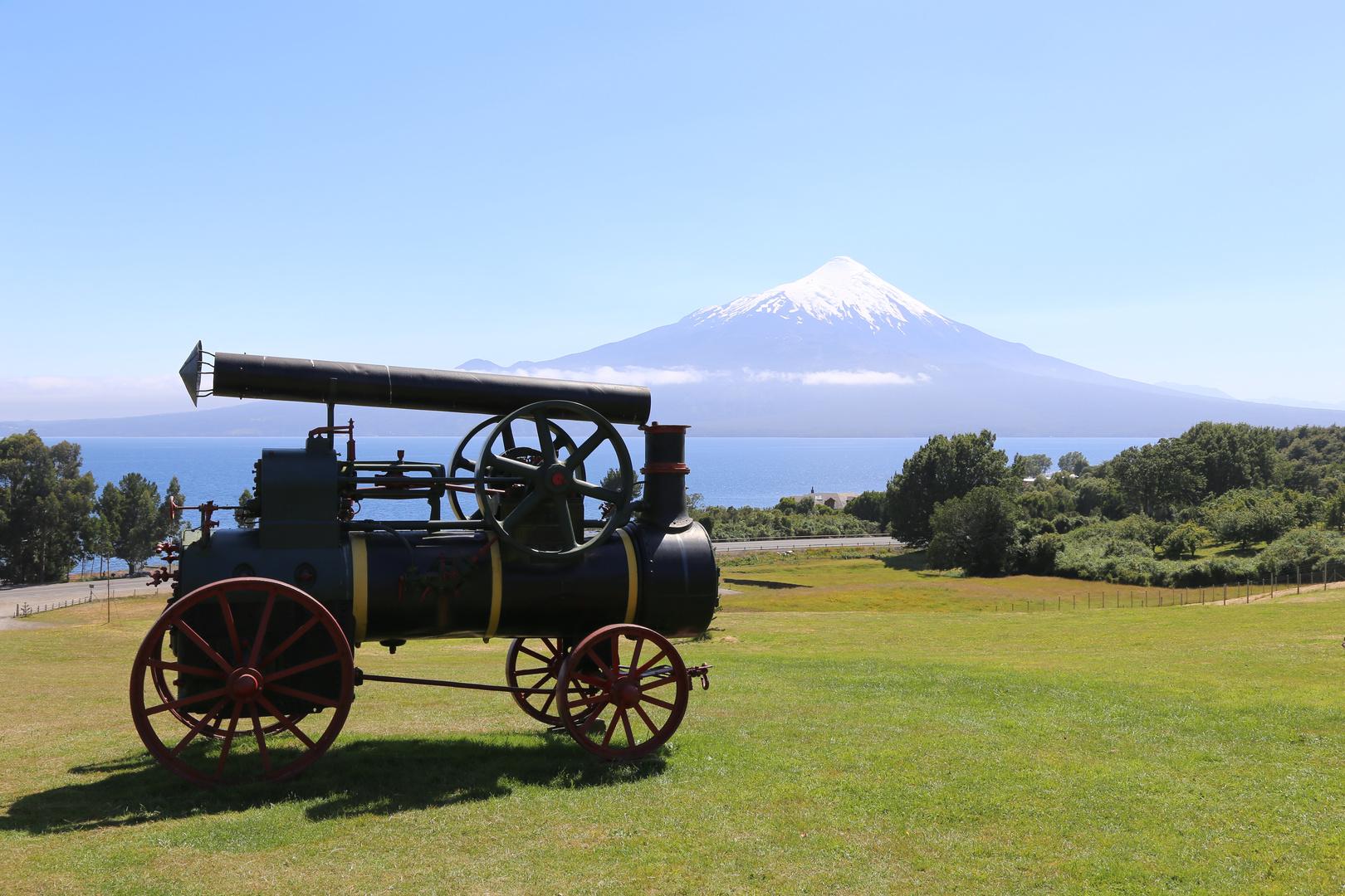 Dampftraktor aus der Pionierzeit