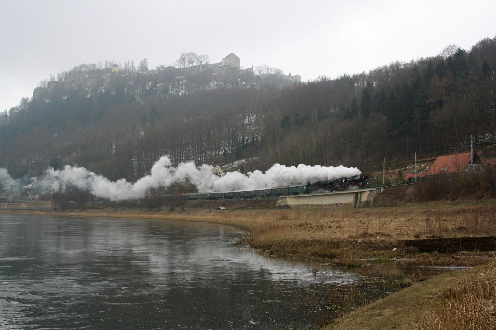 Dampfwolken im Elbtal