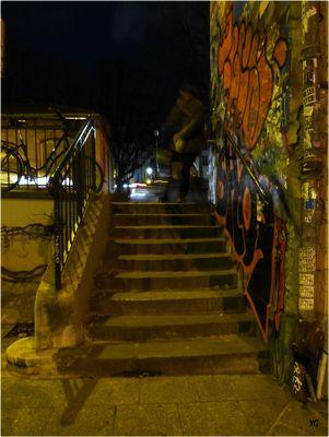 Dans la nuit noire, près du Canal...