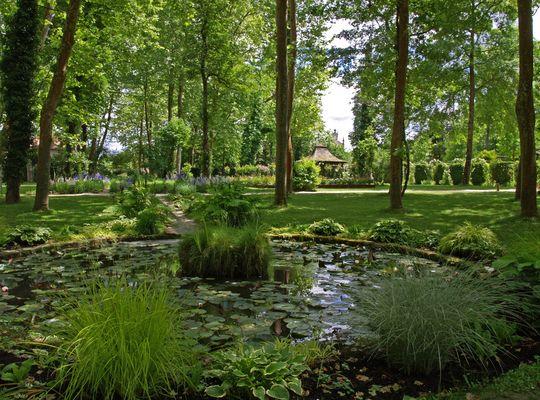 Dans le parc des Prés d'Eugénie  --  Eugénie-les-Bains  --  In dem Park der « Prés d'Eugénie »