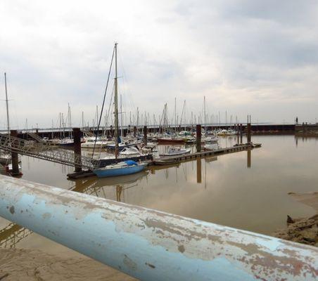 Dans le port de Patiras
