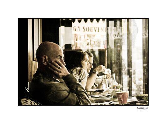 ... Dans un Café ... à Paris ...