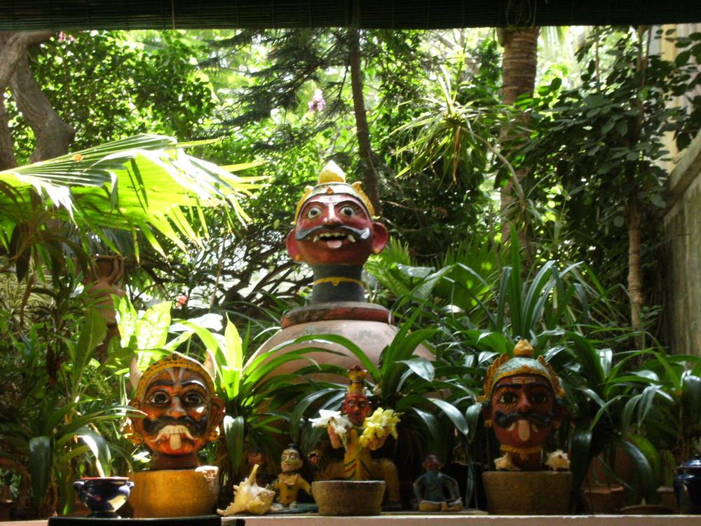 Dans un jardin intérieur à Pondicherry