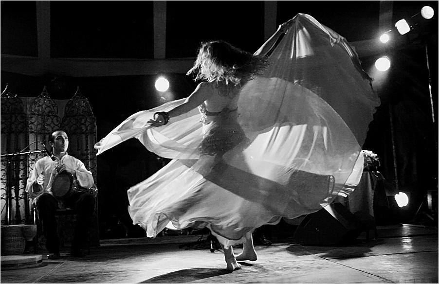 Danse orientale avec voile
