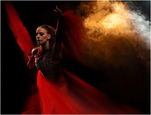 Danza con velo rosso