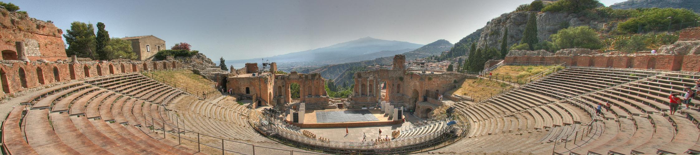 Das Antike Theater von Taormina mit Blick auf den Ätna