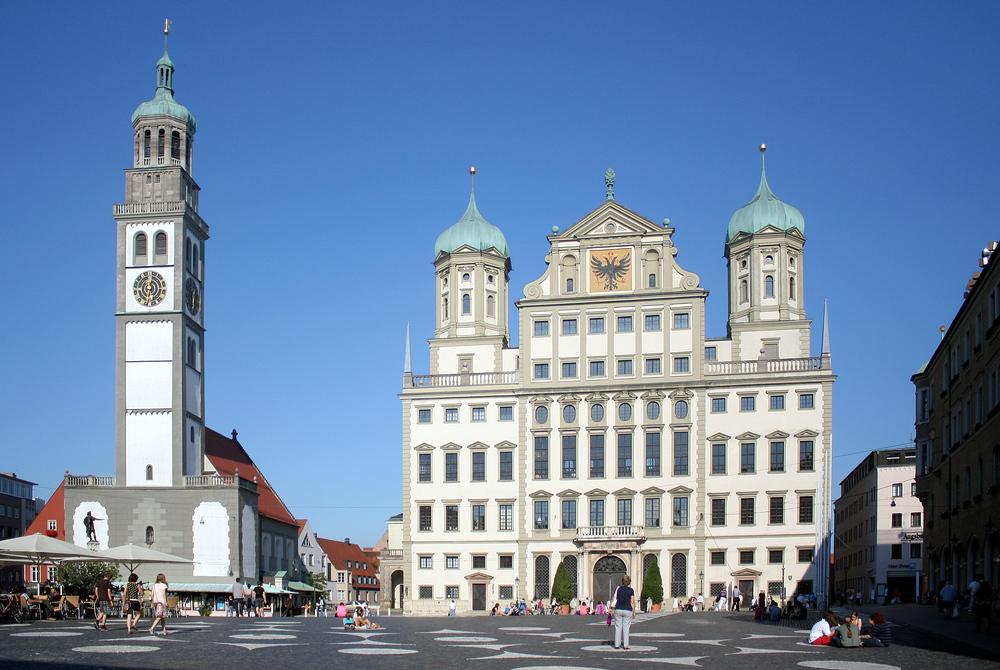 Das Augsburger Rathaus Mit Dem Perlachturm Foto Bild