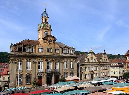 Das barocke Rathaus am Marktplatz
