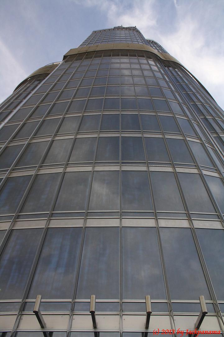 Das berühmte Burj Khalifa aus direkter Nähe