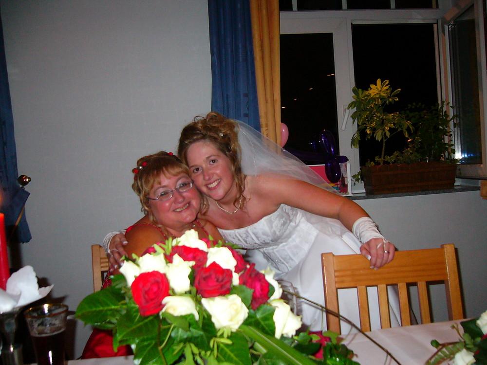 Das bin ich mit meiner Mama auf meiner Hochzeit