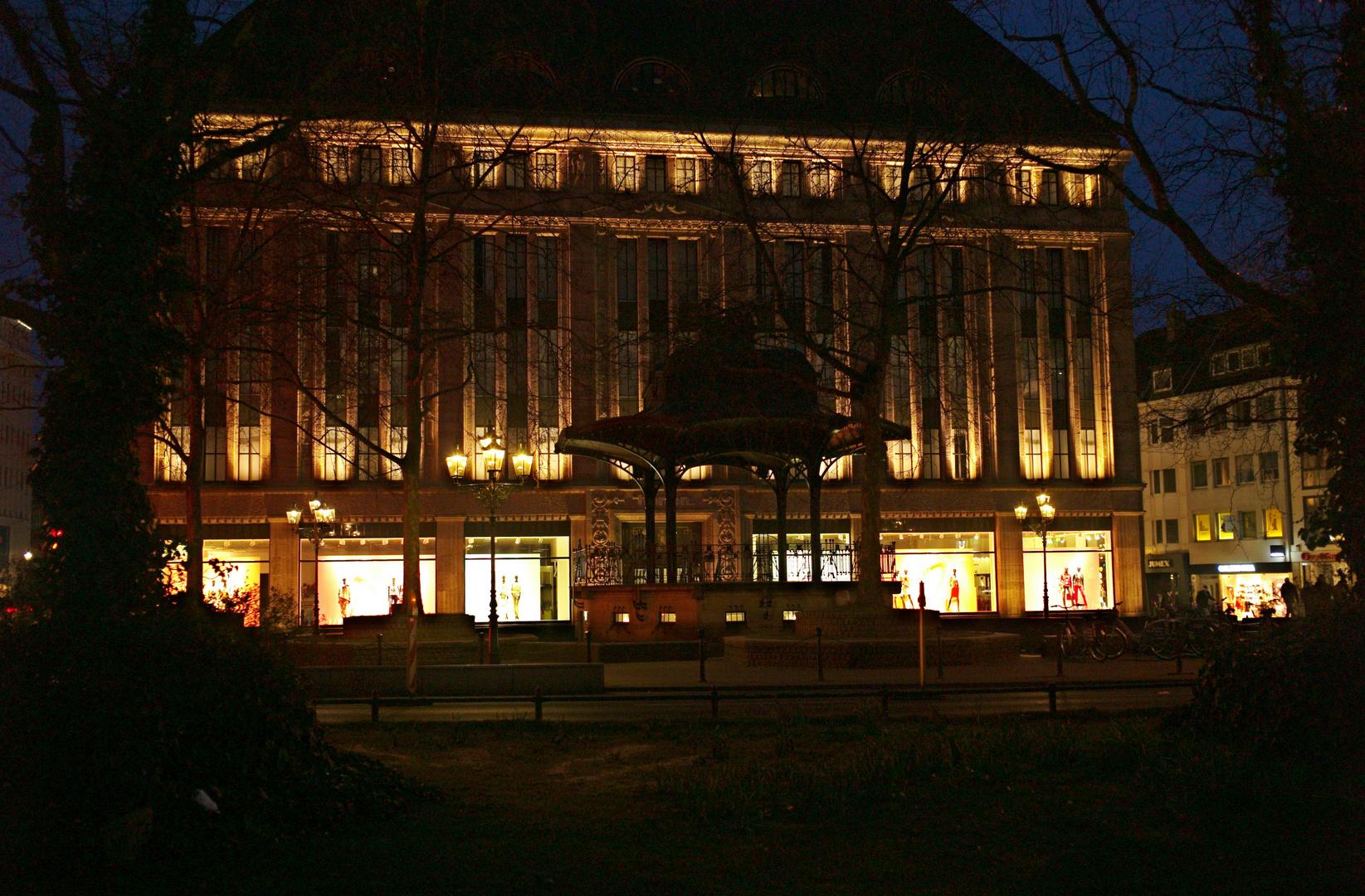 das Carschhaus in Düsseldorf bei Nacht