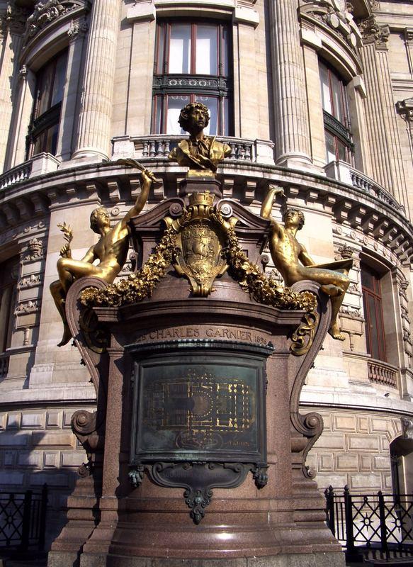Das Charles Garnier Denkmal