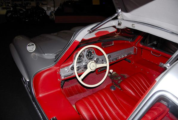 Das Cockpit des Mercedes 300 SL