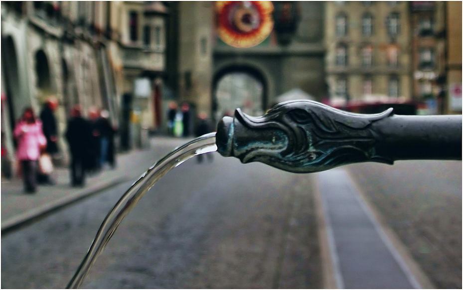 das Detail am Brunnen