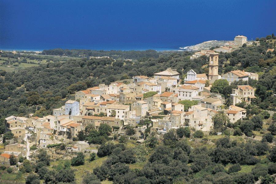 Das Dorf Aregno in der Balagne