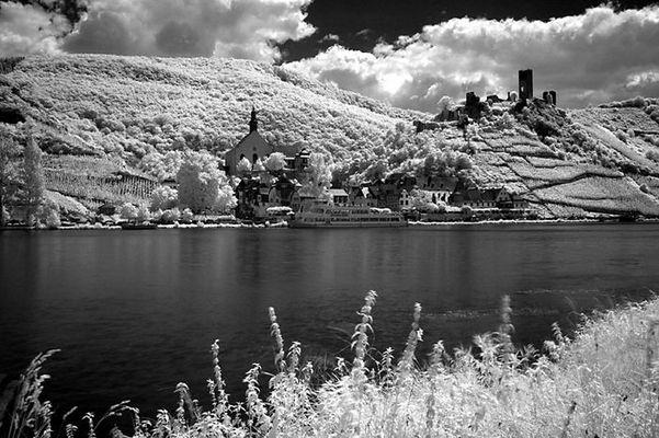 Das Dorf Beilstein mit Burg Metternich an der Mosel