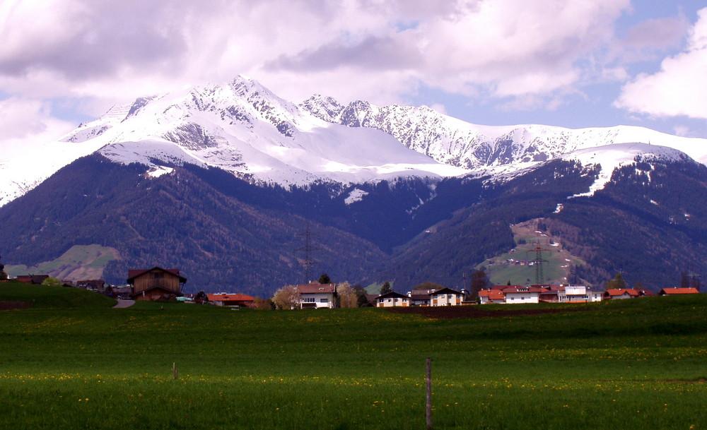 Das Dorf Götzens bei Innsbruck