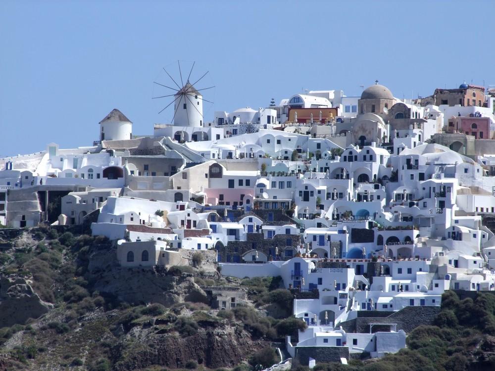 Das Dorf Oia auf Santorin...