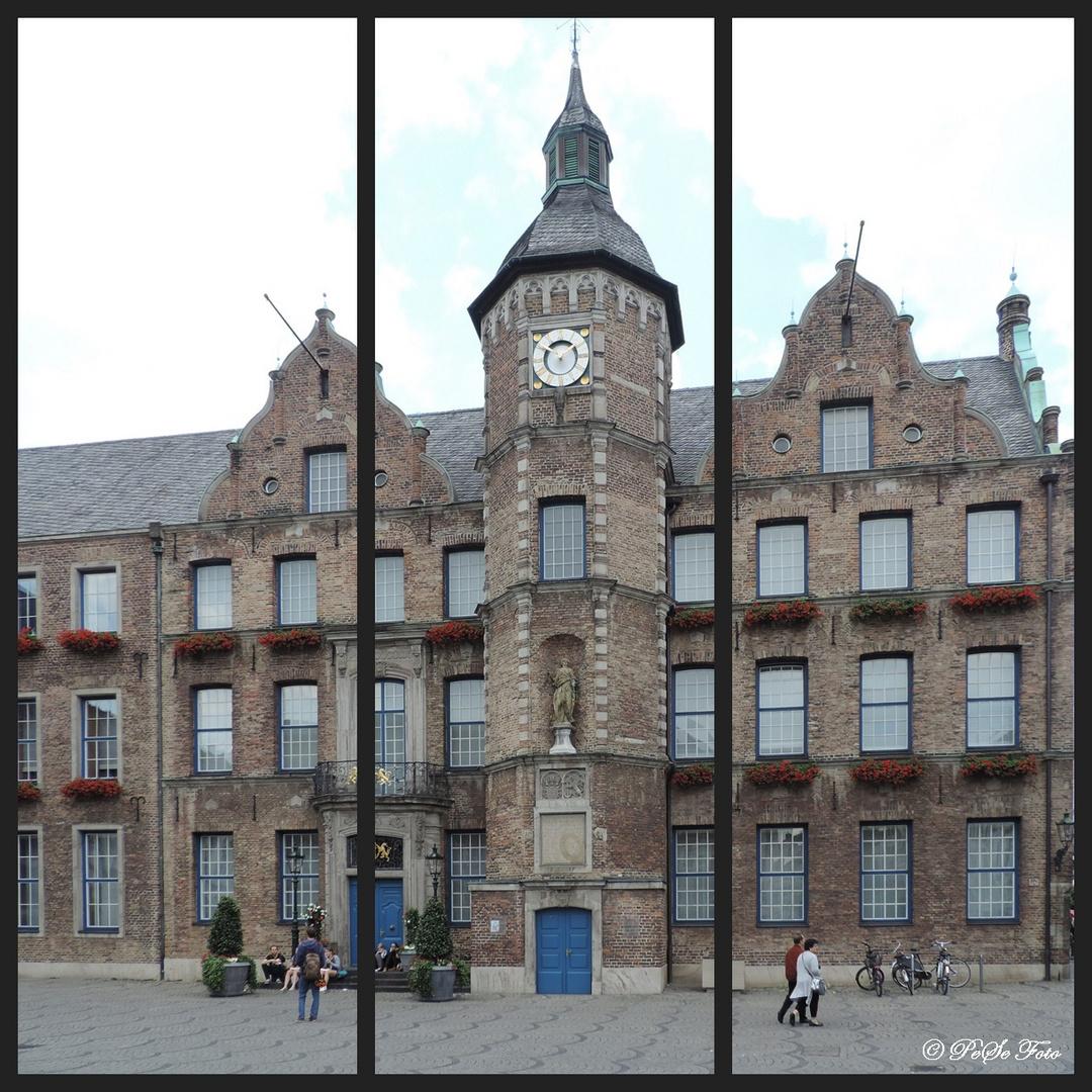 Das Düsseldorfer Rathaus um 10 vor 2 als Triptychon