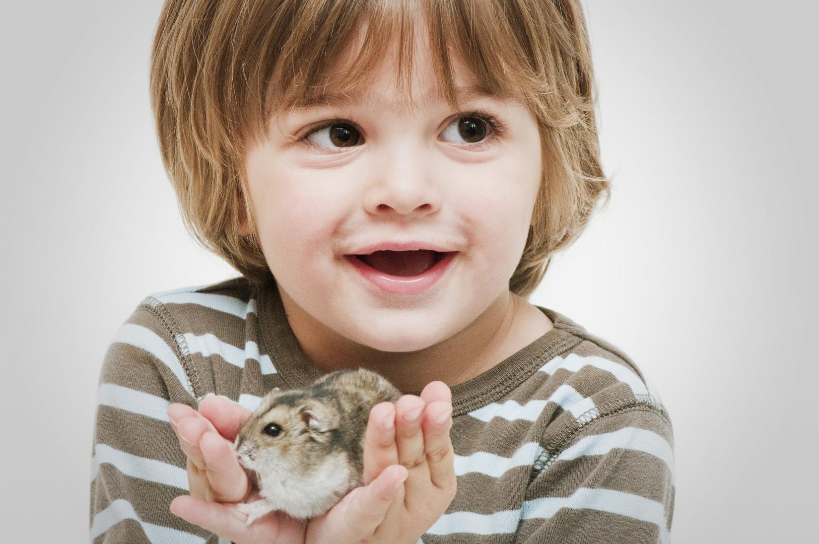 Das erste mal einen Hamster in den kleinen Händchen