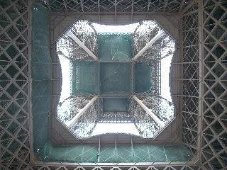 das etwas andere Bild vom Eiffelturm..