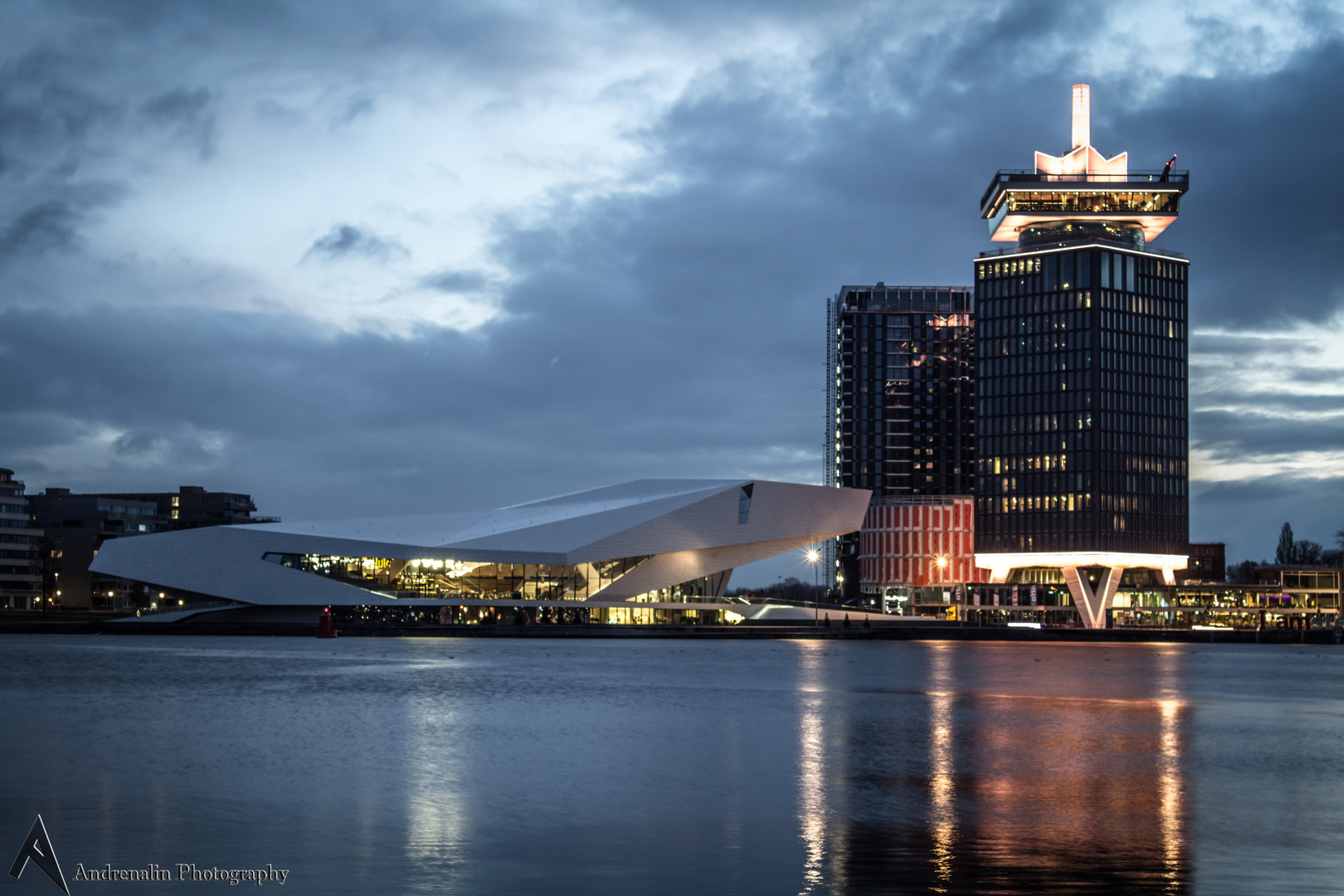 Das EYE Filmmuseum und das Sir Adam Hotel (Amsterdam)