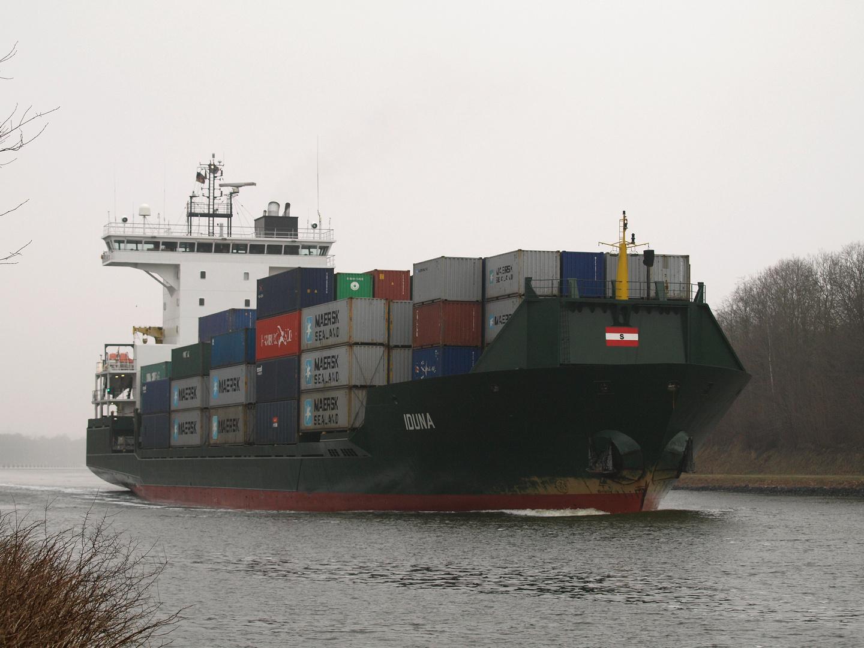 Das Frachtschiff IDUNA auf dem Nord-Ostsee-Kanal