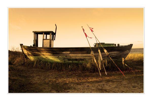 das gestrandete fischerboot
