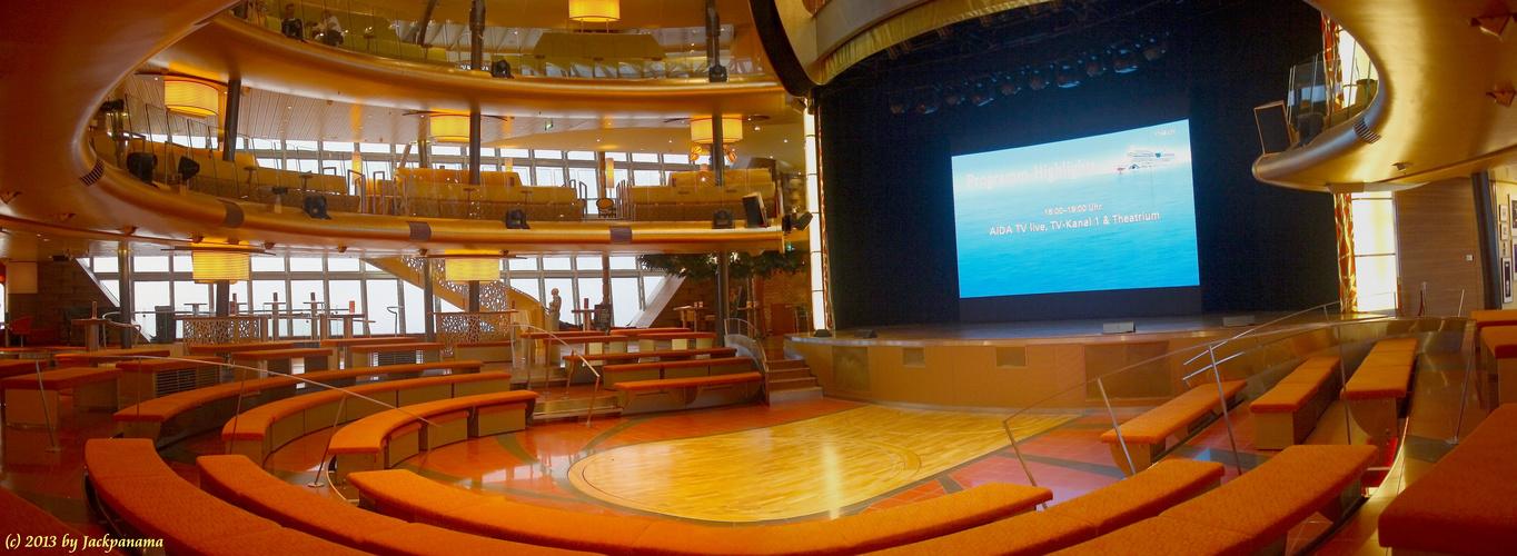 Das große Zentrum an Bord der AIDAblu - Das Theatrium (1)
