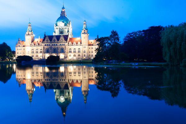 Das Hannoveraner Rathaus mit Maschteich