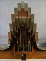 Das Hauptportal der Bodegas Ysios