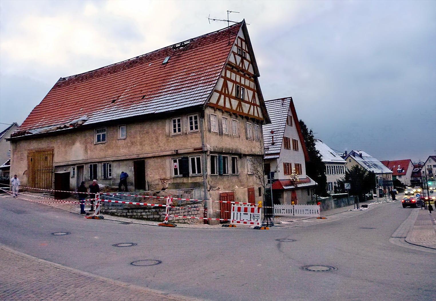 Das Haus am Rande der Straße