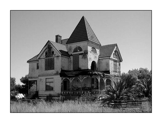 Das Haus meiner teuflischen Nachbarn!