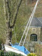 Das Haus mit dem Segelschiff im Garten
