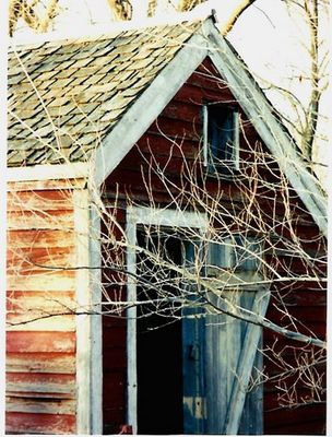 das Haus neben den Kuehen